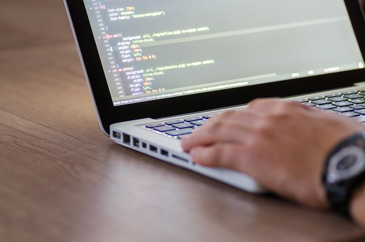 Quelle est la différence entre hardware et software ?